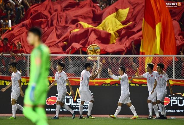 Đội trưởng Đỗ Hùng Dũng ăn mừng ấn tượng khi ghi bàn vào lưới Indonesia - Ảnh 6.