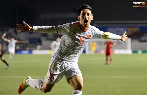 Đội trưởng Đỗ Hùng Dũng ăn mừng ấn tượng khi ghi bàn vào lưới Indonesia - Ảnh 1.