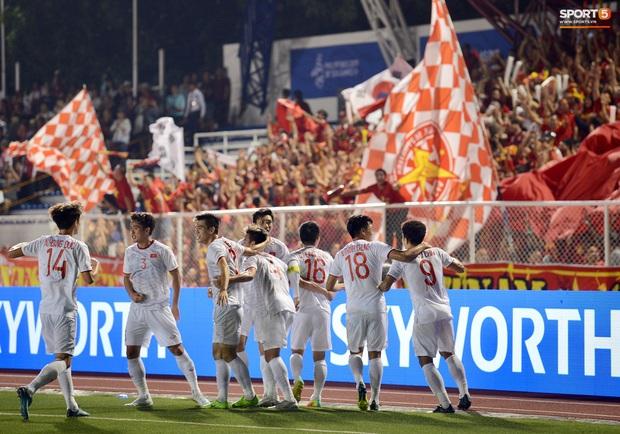 Đội trưởng Đỗ Hùng Dũng ăn mừng ấn tượng khi ghi bàn vào lưới Indonesia - Ảnh 8.