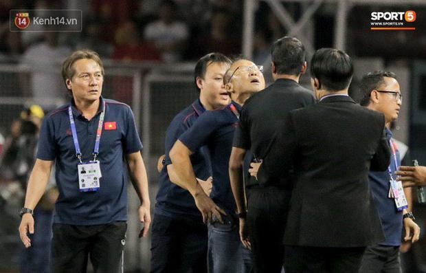 Chùm ảnh về Park Hang seo, người thầy vĩ đại của bóng đá Việt: Đừng có đụng vào học trò của tôi! - Ảnh 7.