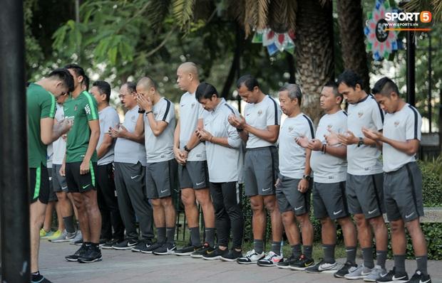 Đội tuyển U22 Việt Nam đã có mặt tại sân, sẵn sàng chinh phục tấm HCV SEA Games - Ảnh 54.