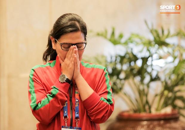 Tổng thư ký xinh đẹp bật khóc khi tiễn U22 Indonesia đến SVĐ, quyết thắng trận chung kết SEA Games 30 với Việt Nam - Ảnh 4.