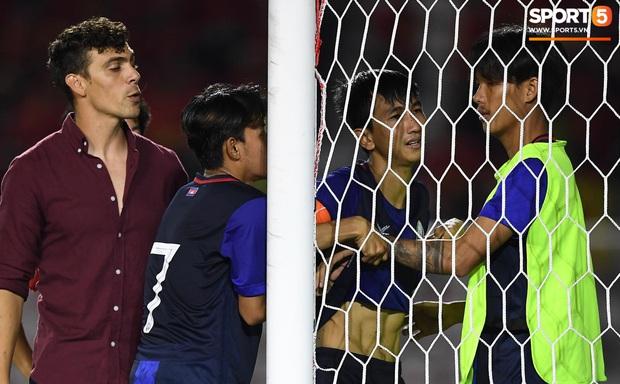 Đá hỏng luân lưu 11 mét khiến Campuchia mất HCĐ SEA Games 30, cầu thủ gốc Việt suy sụp, gục xuống sân khóc như mưa - Ảnh 6.
