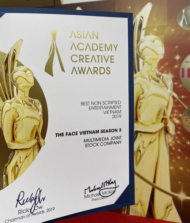 The Face Vietnam 2018 chính thức nhận giải Chương trình không kịch bản xuất sắc nhất Việt Nam tại Singapore - Ảnh 3.