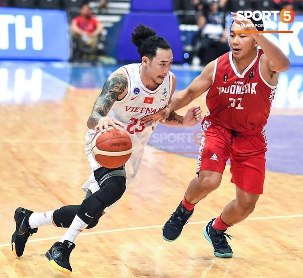 Vượt qua Indonesia một cách thuyết phục, đội tuyển bóng rổ Việt Nam viết nên trang sử mới với tấm huy chương đồng SEA Games - Ảnh 1.