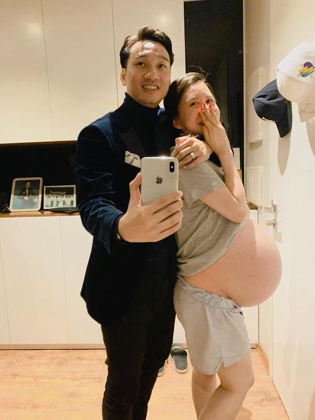 Gia đình Vbiz sắp đón con chào đời: Phí Linh vẫn đẹp mặn mà, bà xã Thành Trung đầy cá tính, tự tin khoe bụng lớn vượt mặt - Ảnh 4.