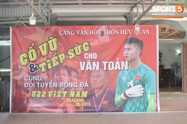 Đội tuyển U22 Việt Nam đã có mặt tại sân, sẵn sàng chinh phục tấm HCV SEA Games - Ảnh 24.