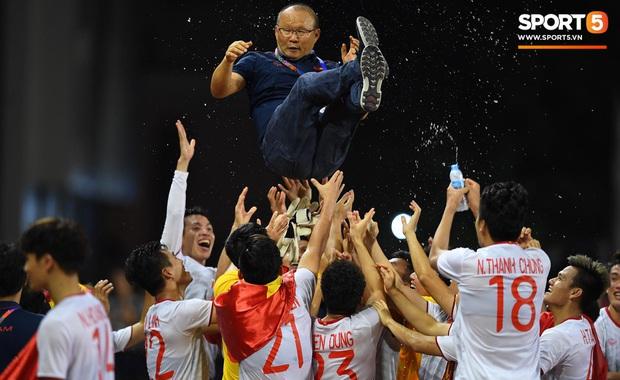 Góc đáng yêu: Mẹ thủ môn Văn Toản tuyên bố thưởng con trai 500k ăn quà sau khi vô địch SEA Games 2019 - Ảnh 4.