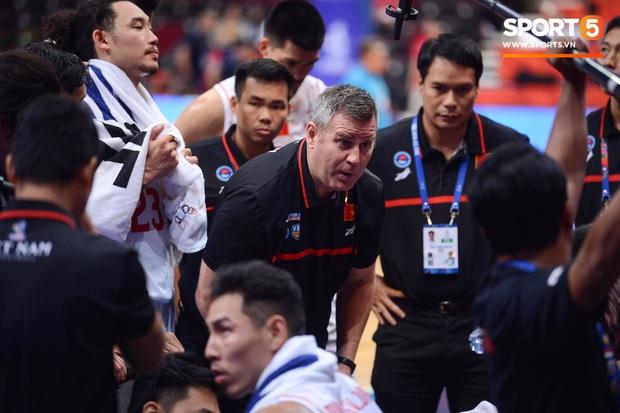 Vượt qua Indonesia một cách thuyết phục, đội tuyển bóng rổ Việt Nam viết nên trang sử mới với tấm huy chương đồng SEA Games - Ảnh 6.
