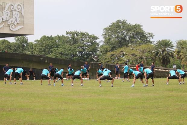 Đội tuyển U22 Việt Nam đã có mặt tại sân, sẵn sàng chinh phục tấm HCV SEA Games - Ảnh 34.