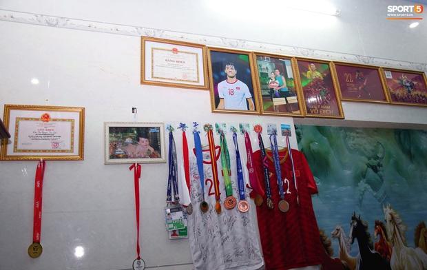 Đội tuyển U22 Việt Nam đã có mặt tại sân, sẵn sàng chinh phục tấm HCV SEA Games - Ảnh 5.