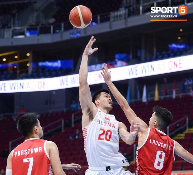 Vượt qua Indonesia một cách thuyết phục, đội tuyển bóng rổ Việt Nam viết nên trang sử mới với tấm huy chương đồng SEA Games - Ảnh 2.