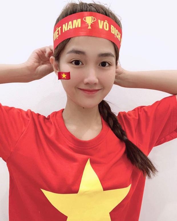 Cả dàn sao Việt nhuộm đỏ mạng xã hội khi cùng diện áo đỏ mừng chiến thắng của đội tuyển Việt Nam - Ảnh 5.