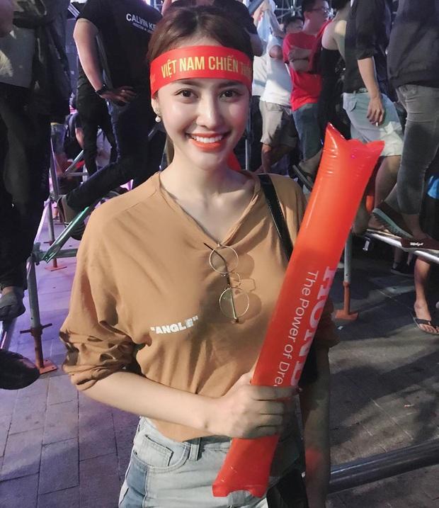 Cả dàn sao Việt nhuộm đỏ mạng xã hội khi cùng diện áo đỏ mừng chiến thắng của đội tuyển Việt Nam - Ảnh 3.