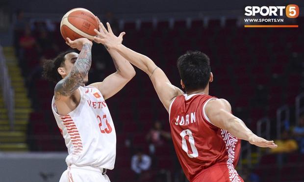 Chùm ảnh: Bật tung cảm xúc khi bóng rổ Việt Nam lần đầu giành tấm huy chương đồng tại SEA Games - Ảnh 10.