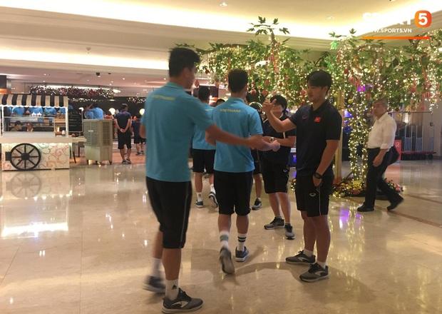 Đội tuyển U22 Việt Nam đã có mặt tại sân, sẵn sàng chinh phục tấm HCV SEA Games - Ảnh 68.