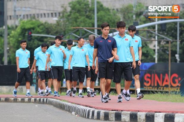 Đội tuyển U22 Việt Nam đã có mặt tại sân, sẵn sàng chinh phục tấm HCV SEA Games - Ảnh 33.