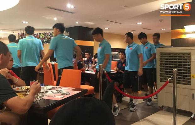 Đội tuyển U22 Việt Nam đã có mặt tại sân, sẵn sàng chinh phục tấm HCV SEA Games - Ảnh 61.