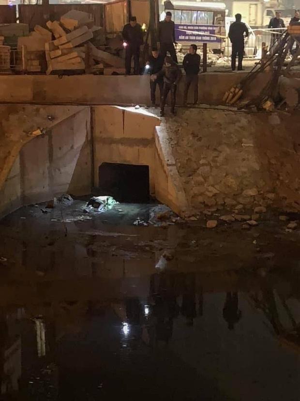 Hà Nội: Phát hiện thi thể nam thanh niên mặc áo Grab tử vong bất thường dưới sông giữa đêm lạnh - Ảnh 1.