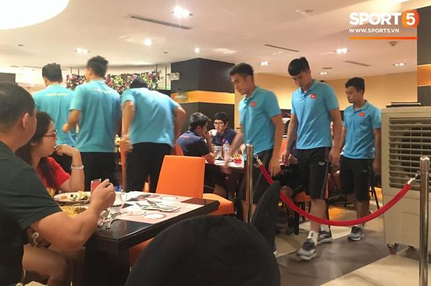 Đội tuyển U22 Việt Nam đã có mặt tại sân, sẵn sàng chinh phục tấm HCV SEA Games - Ảnh 60.