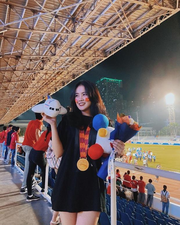 Bạn gái Văn Hậu khoe ảnh chụp cùng huy chương vàng: Cô gái số hưởng nhất hôm nay đây rồi! - Ảnh 1.