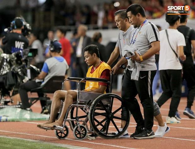 Báo Indonesia: Văn Hậu cố tình đạp vào chân khiến Evan Dimas chấn thương nặng - Ảnh 3.