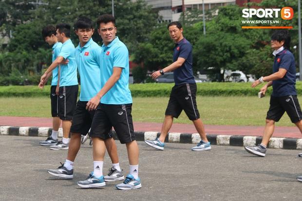 Đội tuyển U22 Việt Nam đã có mặt tại sân, sẵn sàng chinh phục tấm HCV SEA Games - Ảnh 35.