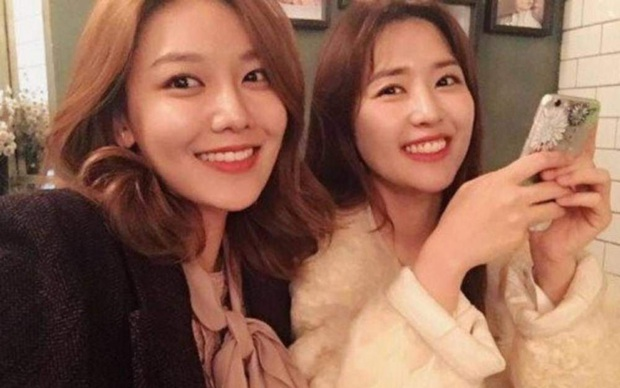 Rộ bằng chứng Xiumin (EXO) hẹn hò chị gái Sooyoung (SNSD), fan không phản đối mà còn mừng rớt nước mắt? - Ảnh 3.