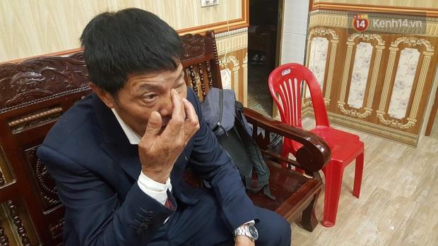 Bố Văn Hậu rơi nước mắt, đoàn CĐV Lai Châu kéo đến kín nhà cầu thủ để hò reo ăn mừng HCV SEA Games 30 của ĐT Việt Nam - Ảnh 2.
