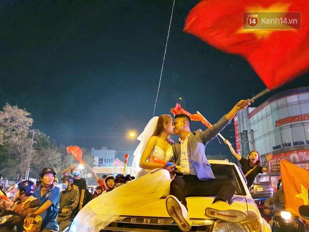 Cặp đôi Cần Thơ vừa đi bão vừa chụp ảnh cưới trong đêm ăn mừng U22 Việt Nam giành HCV SEA Games 30 - Ảnh 5.