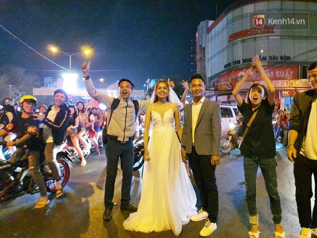 Cặp đôi Cần Thơ vừa đi bão vừa chụp ảnh cưới trong đêm ăn mừng U22 Việt Nam giành HCV SEA Games 30 - Ảnh 3.
