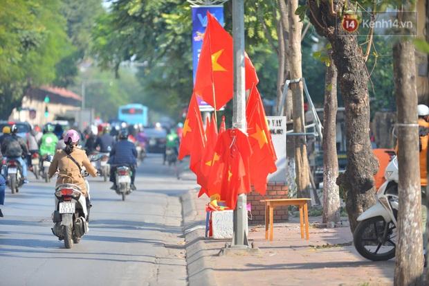 Không khí cả nước lúc này: Đường phố rộn ràng sắc đỏ, hàng triệu CĐV quyết cháy hết mình cổ vũ U22 Việt Nam - Ảnh 1.
