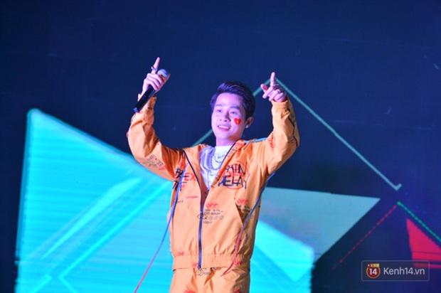 Jack và K-ICM phất cao lá cờ tổ quốc sau chiến thắng đậm ngọt ngào của đội tuyển U22 Việt Nam tại SEA Games 30 - Ảnh 4.