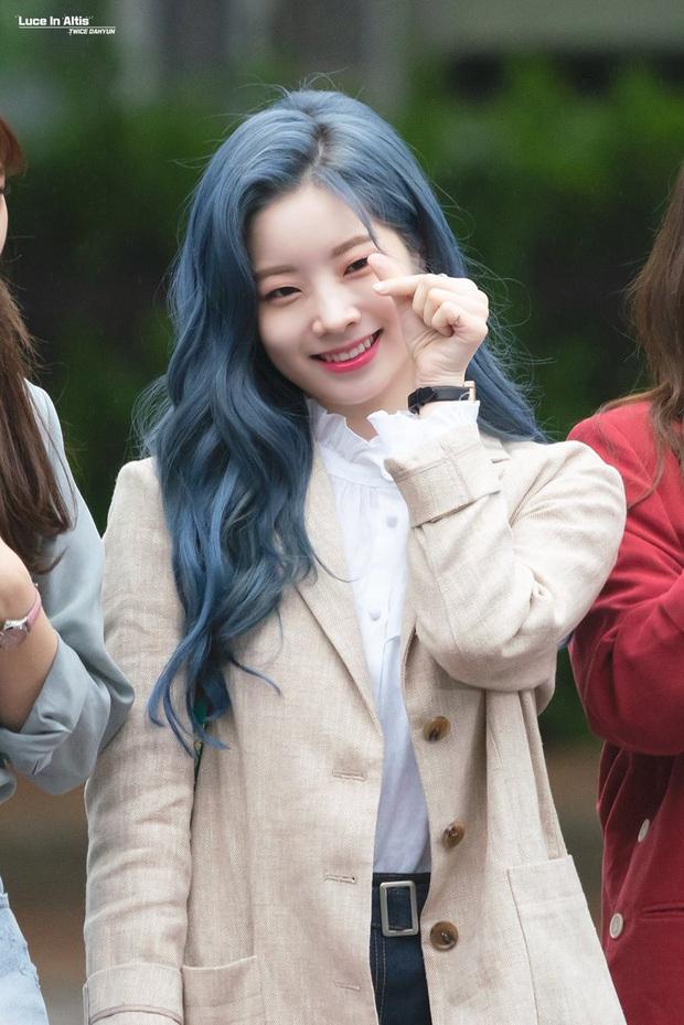 Bái phục idol Hàn khoản đoán tương lai: Cả binh đoàn đã nhuộm tóc xanh bắt trend trước khi biết màu chính thức của năm 2020 - Ảnh 4.