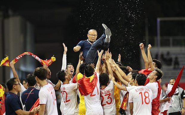 Trò cưng của thầy Park vô địch SEA Games 30, khán giả Mắt Biếc chế vội poster mừng chiến thắng - Ảnh 1.