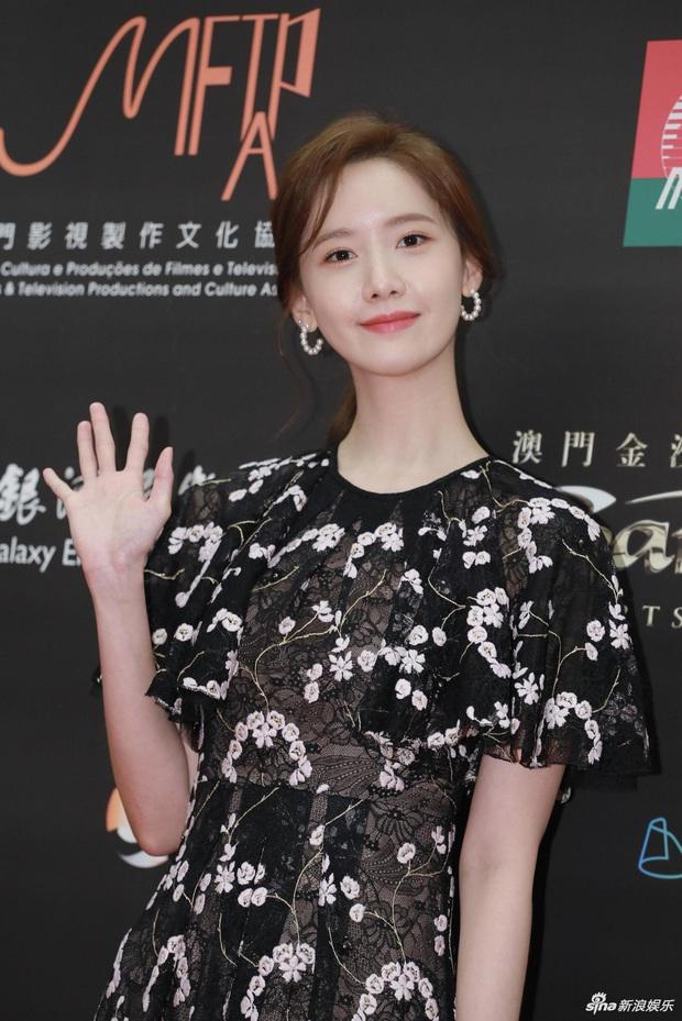 Cận cảnh 2 nhan sắc nữ thần Kpop ngày hôm qua: Yoona đẹp không tì vết, Jennie dù bị dìm nhưng vẫn siêu cưng - Ảnh 2.