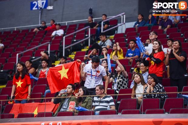 Chùm ảnh: Bật tung cảm xúc khi bóng rổ Việt Nam lần đầu giành tấm huy chương đồng tại SEA Games - Ảnh 4.