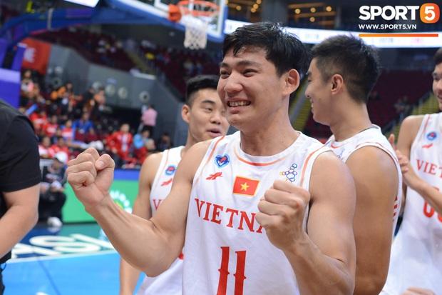 Chùm ảnh: Bật tung cảm xúc khi bóng rổ Việt Nam lần đầu giành tấm huy chương đồng tại SEA Games - Ảnh 8.
