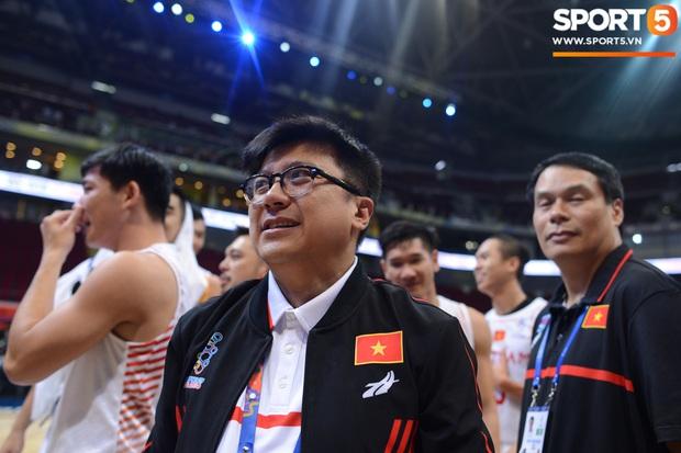 Chùm ảnh: Bật tung cảm xúc khi bóng rổ Việt Nam lần đầu giành tấm huy chương đồng tại SEA Games - Ảnh 7.