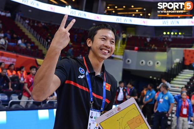 Chùm ảnh: Bật tung cảm xúc khi bóng rổ Việt Nam lần đầu giành tấm huy chương đồng tại SEA Games - Ảnh 6.