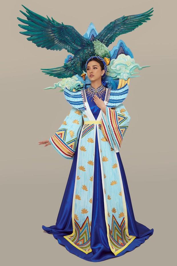 Hé lộ Quốc phục đại bàng sải cánh của Thúy An mang đến Miss Intercontinental, hoà cùng chiến thắng của U22 Việt Nam - Ảnh 4.