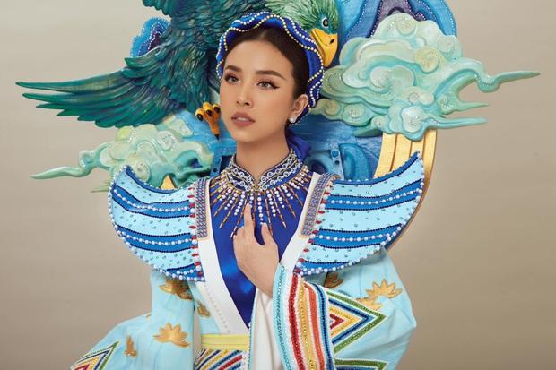 Hé lộ Quốc phục đại bàng sải cánh của Thúy An mang đến Miss Intercontinental, hoà cùng chiến thắng của U22 Việt Nam - Ảnh 2.