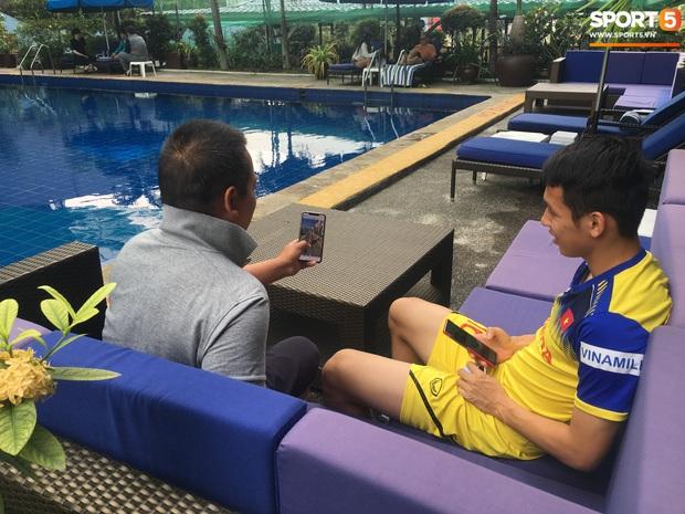Tiền vệ U22 Việt Nam thích thú khi xem chú chó tiên tri Nhật Bản dự đoán tỷ số trận chung kết SEA Games 30 - Ảnh 2.