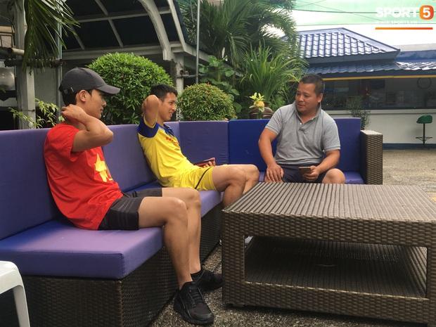 Tiền vệ U22 Việt Nam thích thú khi xem chú chó tiên tri Nhật Bản dự đoán tỷ số trận chung kết SEA Games 30 - Ảnh 1.