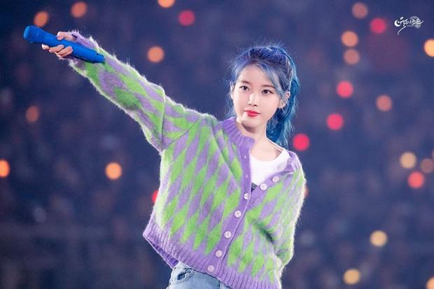 Bái phục idol Hàn khoản đoán tương lai: Cả binh đoàn đã nhuộm tóc xanh bắt trend trước khi biết màu chính thức của năm 2020 - Ảnh 1.