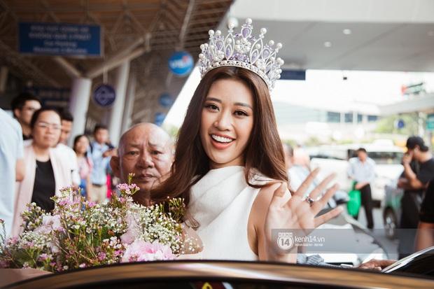 Tân Hoa hậu Hoàn vũ Khánh Vân cùng 2 Á hậu rạng rỡ trở về sau đăng quang, fan vây kín sân bay đón chào - Ảnh 10.