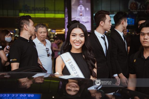 Tân Hoa hậu Hoàn vũ Khánh Vân cùng 2 Á hậu rạng rỡ trở về sau đăng quang, fan vây kín sân bay đón chào - Ảnh 17.