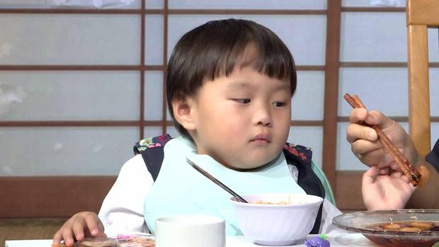 Bé Sa hiếu kỳ trước chú Trấn Thành, Quỳnh Trần JP bật khóc nhớ lại nỗi đau từng mất con - Ảnh 7.