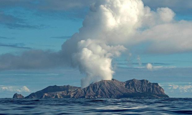 Thêm người thiệt mạng khi núi lửa phun trào tại Đảo Trắng, New Zealand - Ảnh 2.