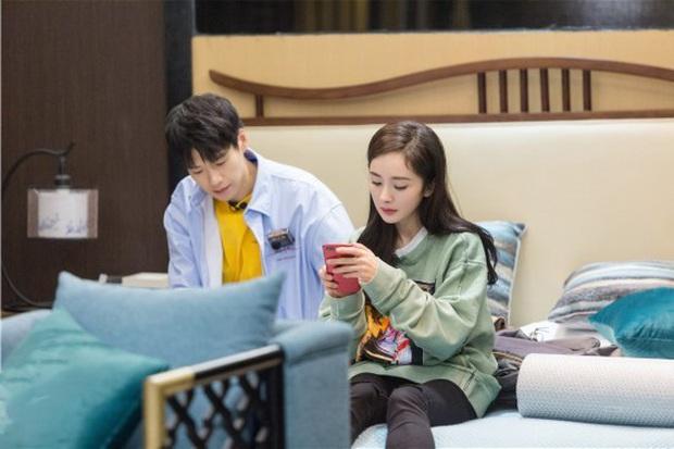 Trước khi bị tóm sống vào khách sạn, Dương Mịch và tình trẻ từng tình bể bình trên show thực tế - Ảnh 2.